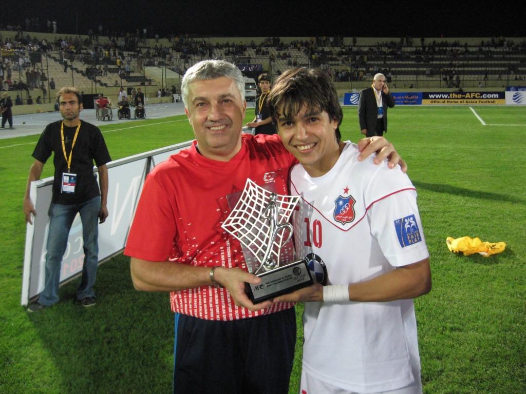 Ionel Colonel (foto stanga) si Rogério de Assis Silva Coutinho ( Balonul de Aur al Asiei 2012)