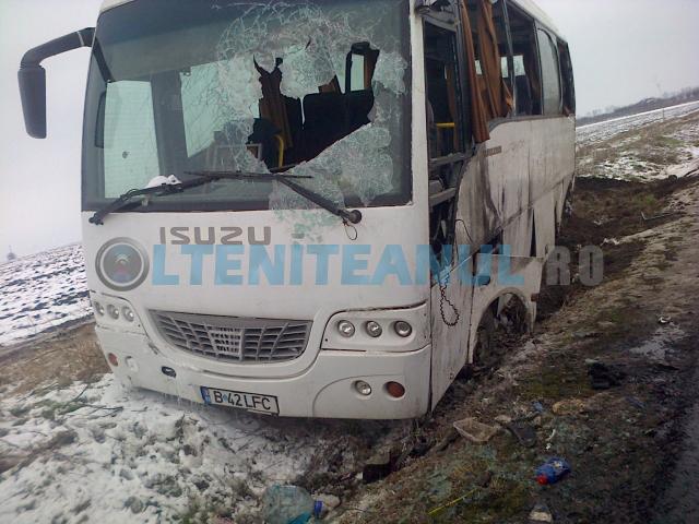 Autobuzul a suferit grave avarii