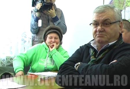 Scantei in consiliul local intre fostul primar, Costinel Milescu, si Elena Dumitru (foto plan indepartat)