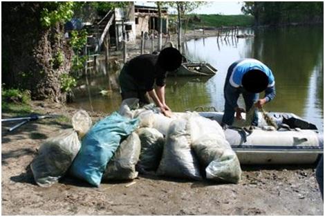 Asupra acestora a fost descoperită cantitatea de 40 kg peşte din speciile crap şi somn