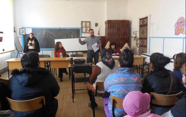 "Directorul Scolii ""Grigore Moisil"" Ulmeni, Viforel Dorobantu, le-a argumentat celor prezenti plusurile inscrierii in clasa pregatitoare"